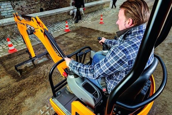 18Z-1-Mini-Excavator-for-sale-hire